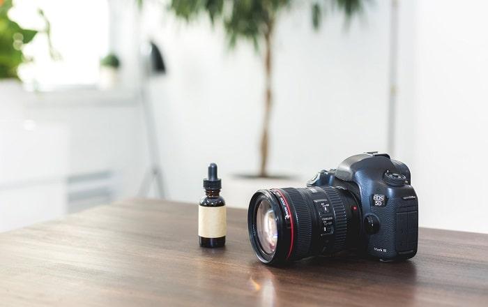 机の上にあるカメラの画像